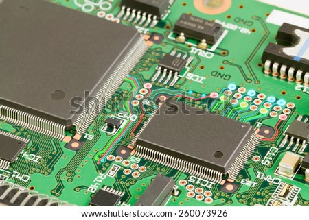 Large and small chips on the circuit board
