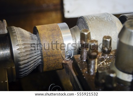 Lathe bore with fixing parts in the centers