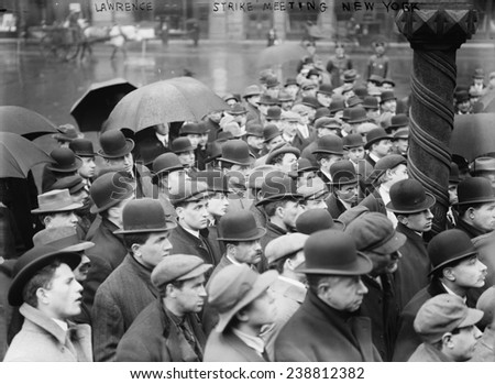 Lawrence Textile Strike. Crowd gathers in New York City to hear news of the strike. 1912 - stock photo