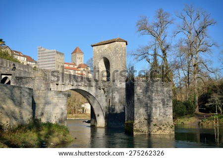 Le pont de la Legende is a medieval monument above the river Gave d'Oloron in the French town.