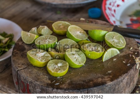 Lemon fruit species The result is a sour taste Organized in citrus (Citrus) green when ripe, will be yellow flesh inside is divided into thin petals of many wetlands. - stock photo