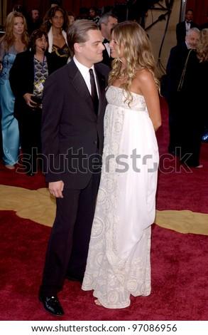 LEONARDO DICAPRIO & GISELE  BUNDCHEN at the 77th Annual Academy Awards at the Kodak Theatre, Hollywood, CA February 27, 2005; Los Angeles, CA.  Paul Smith / Featureflash - stock photo