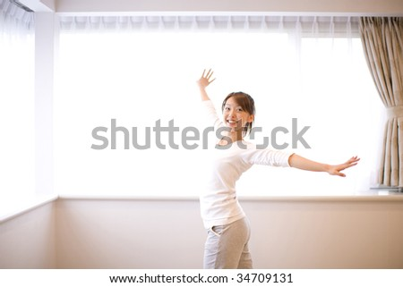 LIFESTYLE IMAGE-a Japanese woman doing an exercise