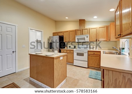 Kitchen Upscale Home White Cabinetry Stock Photo 553184008 ...