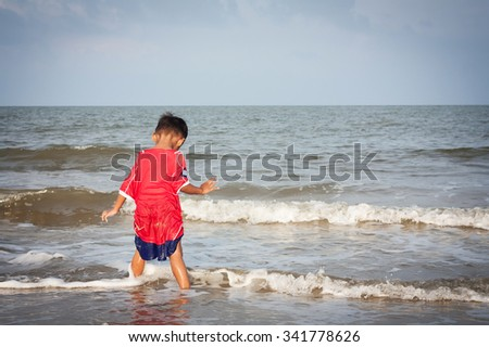 little boy play at the beach