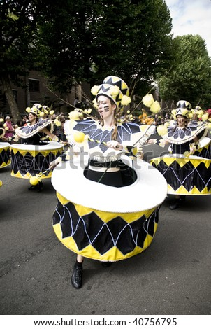 LONDON - AUGUST 31: Dancers from the London School of Samba float during the Notting Hill Carnival on August 31, 2009 in London, England. - stock photo