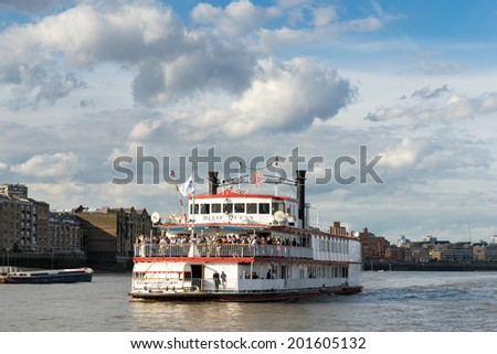LONDON - JUNE 25 : The Dixie Queen cruising along the River Thames in London on June 25, 2014. Unidentified people.