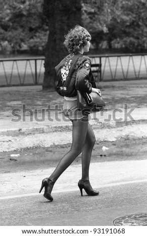 LONDON - MAY 15: An unidentified female music fan takes part in the Rock 'n' Roll Radio Campaign march on May 15, 1976 in London, England. The campaign aims to get more vintage  Rock 'n' Roll music played on British radio.