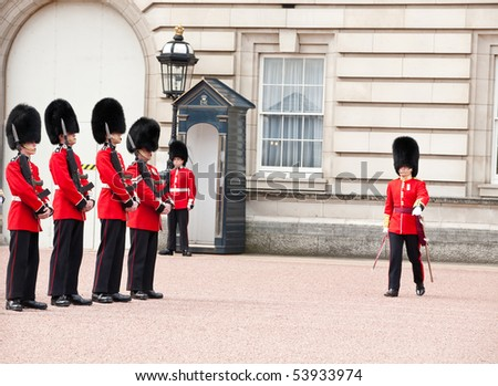 LONDON - MAY 07: changing of the guard in Buckingham Palace, on May 7, 2010 in London, Great Britain - stock photo