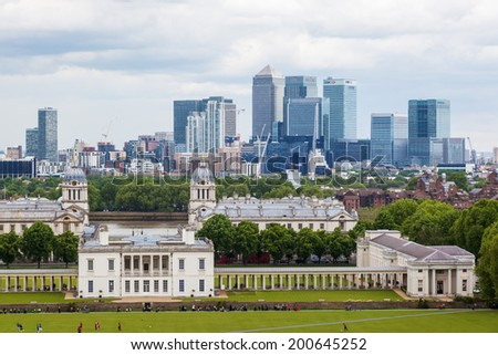 LONDON - MAY 23: Queens House with the skyline of Canary Wharf behind and unidentified people on May 23, 2014 in London. Queens House is a former royal residence built between 1616-1619 in Greenwich.