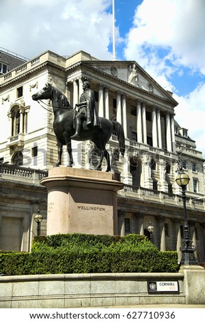 London, UK, July 7, 2007 : The Bank of England with a statue of the Duke Of Wellington in the foreground which are both popular visitor attractions
