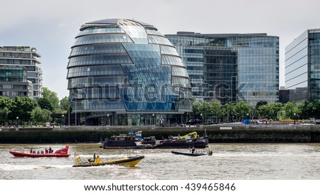 LONDON/UK - JUNE 15 : Jet Boats Passing Ciy Hall in London on June 15, 2016. Unidentified people