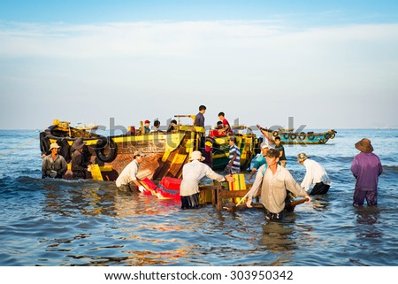 LONG HAI, VIET NAM - MAY 31 2015: People's daily life at fishing village Long Hai, they collecting fresh fishes from boat and open up a market in the early morning