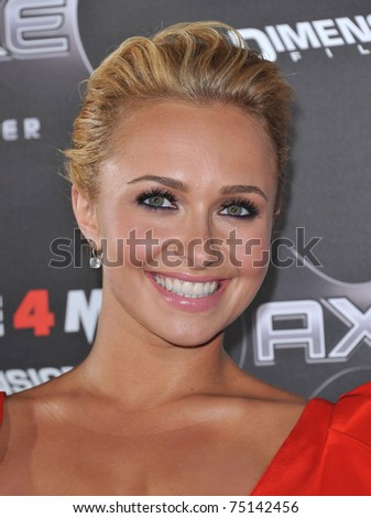 "LOS ANGELES - APR 11:  Hayden Panettiere arrives to ""Scream 4"" World Premiere on April 11, 2011 in Hollywood, CA"