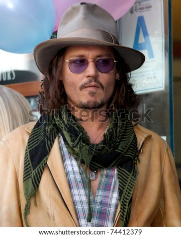 LOS ANGELES - APR 1:  Johnny Depp  at the Penelope Cruz Hollywood Walk of Fame Ceremony at El Capitan Theater on April 1, 2011 in Los Angeles, CA