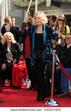 LOS ANGELES - APR 14: Kim Novak is immortalized with a hand and footprint ceremony at the 2012 TCM Classic Film Festival at Grauman's Chinese Theatre on April 14, 2012 in Los Angeles, California