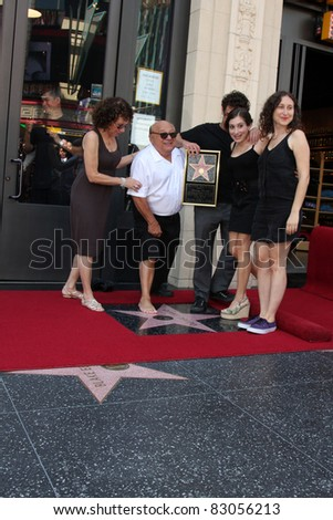 LOS ANGELES - AUG 18:  Danny Devito, with Wife Rhea Perlman, and their children at the ceremony as Danny DeVito Receives a Star  at Hollywood Walk of Fame on the August 18, 2011 in Los Angeles, CA