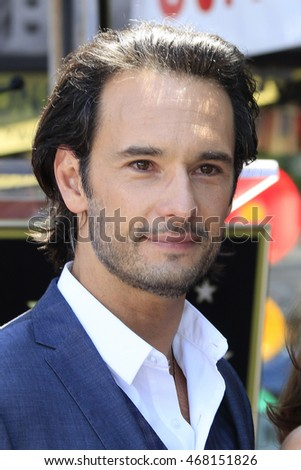 LOS ANGELES - AUG 11: Rodrigo Santoro at a ceremony where Roma Downey is honored with a star on the Hollywood Walk of Fame on August 11, 2016 in Los Angeles, California