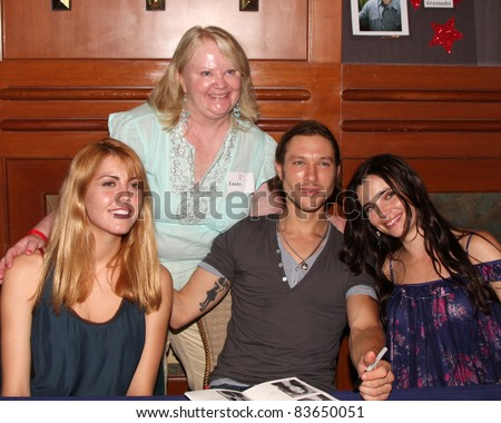 LOS ANGELES - AUG 26:  Yvonne Zima, Fans, Michael Graziadei, Jessica Heap attending the Young & Restless Fan Dinner 2011 at the Universal Sheraton Hotel on August 26, 2011 in Los Angeles, CA