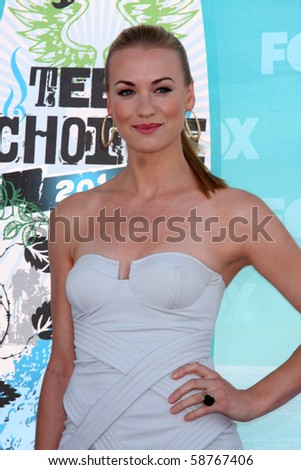 LOS ANGELES - AUGUST 8:  Yvonne Strahovski arrives at the 2010 Teen Choice Awards at Gibson Ampitheater at Universal  on August 8, 2010 in Los Angeles, CA
