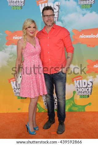 LOS ANGELES, CA - MARCH 12, 2016: Actress Tori Spelling & husband Dean McDermott at the 2016 Kids' Choice Awards at The Forum, Los Angeles.