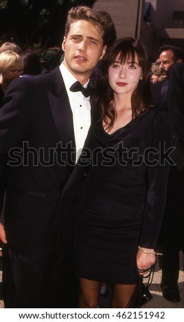 LOS ANGELES, CALIFORNIA - Exact date unknown - circa 1990 - Jason Priestly and Shannen Doherty of Beverly Hills 90210 posing at a formal celebrity event