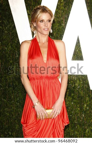 LOS ANGELES - FEB 26:  Julie Bowen arrives at the 2012 Vanity Fair Oscar Party  at the Sunset Tower on February 26, 2012 in West Hollywood, CA