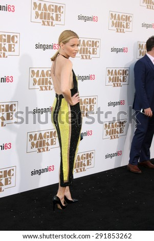 "LOS ANGELES - JUN 25:  Elizabeth Banks at the ""Magic Mike XXL"" Premiere at the TCL Chinese Theater on June 25, 2015 in Los Angeles, CA