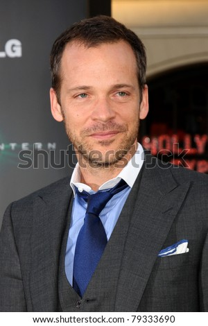 LOS ANGELES - JUN 15:  Peter Sarsgaard arriving at the Green Lantern Premiere at Grauman's Chinese Theater on June 15, 2011 in Los Angeles, CA