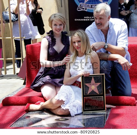 LOS ANGELES - JUN 22: Sofia Vassilieva, Cameron Diaz, Nick Cassavetes at a ceremony as Cameron Diaz receives a star on the Hollywood Walk of Fame in Los Angeles, California on June 22, 2009 - stock photo