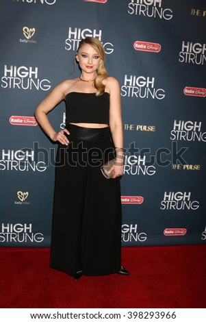 LOS ANGELES - MAR 29:  Elisabeth Harnois at the High Strung Premeire at the TCL Chinese 6 Theaters on March 29, 2016 in Los Angeles, CA