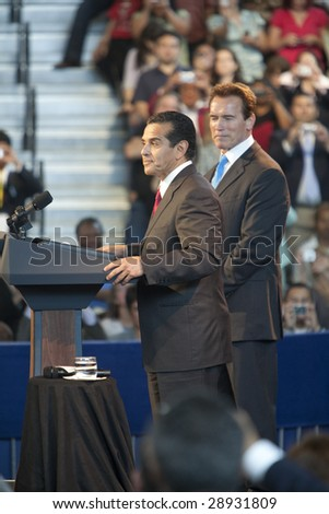 LOS ANGELES - MARCH 19: L.A. mayor Antonio Villaraigosa (left) and California governor Arnold Schwarzenegger introduce President Barack Obama on March 19, 2009 in Los Angeles.