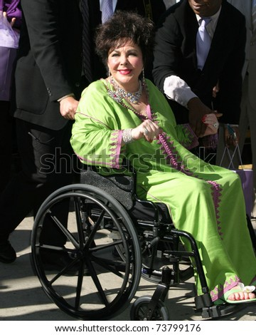 LOS ANGELES - MAY 30:  Elizabeth Taylor arrives at the CNN Building for the Larry King Show at CNN Building on May 30, 2006 in Los Angeles, CA - stock photo