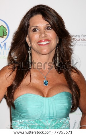 LOS ANGELES   MAY 24: Lynne Curtin Arriving At The Celebrity Casino Royale  Event At