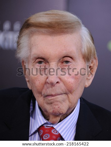 "LOS ANGELES - MAY 14:  Sumner Redstone arrives to the ""Star Trek Into Darkness"" Los Angeles Premiere  on May 14, 2013 in Hollywood, CA"