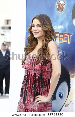 LOS ANGELES - NOV 13: Sofia Vergara at the World Premiere of  'Happy Feet Two' at Grauman's Chinese Theater on November 13, 2011  in Los Angeles, California