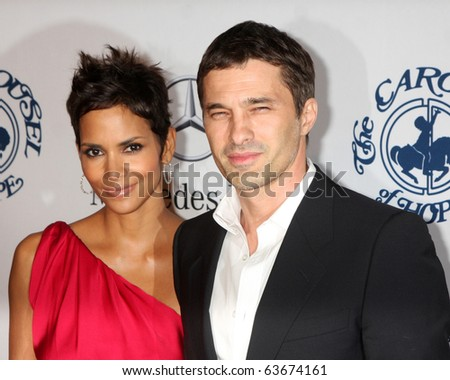 LOS ANGELES - OCT 23:  Halle Berry, Olivier Martinez arrives at the 2010 Carousel of Hope Ball at Beverly HIlton Hotel on October 23, 2010 in Beverly Hills, CA - stock photo