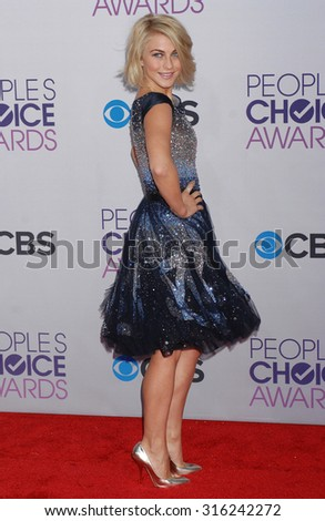 LOS ANGELES - OCT 4:  Julianne Hough arrives at the 2013 Peoples Choice Awards  on January 9, 2013 in Los Angeles, CA