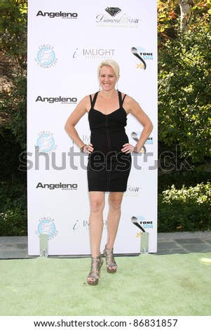 LOS ANGELES - OCT 16:  Lisa Hoyle arriving at the 2011 Stuntwomen Awards at the Skirball Cultural Center on October 16, 2011 in Los Angeles, CA