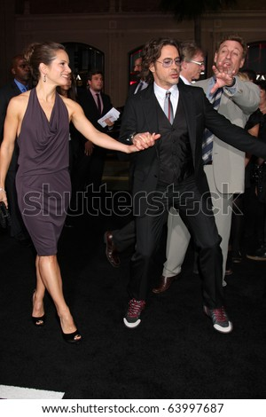 "LOS ANGELES - OCT 28:  Susan Downey, Robert Downey Jr, arrives at the ""Due Date"" Premiere at Grauman's Chinese Theater on October 28, 2010 in Los Angeles, CA"