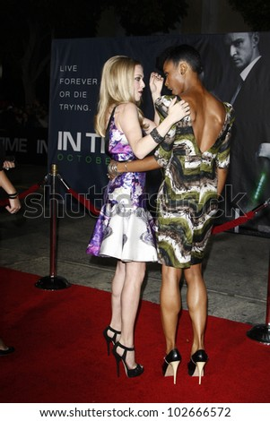 LOS ANGELES - OCT 20: Yaya DaCosta; Amanda Seyfried at the 'In Time' Premiere at the Regency Village Theatre on October 20, 2011 in  in Los Angeles, California