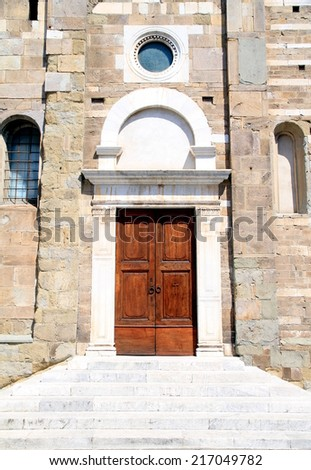LUCCA, ITLY - APRIL 24, 2014: The access door to the San Frediano church in Lucca, Italy.