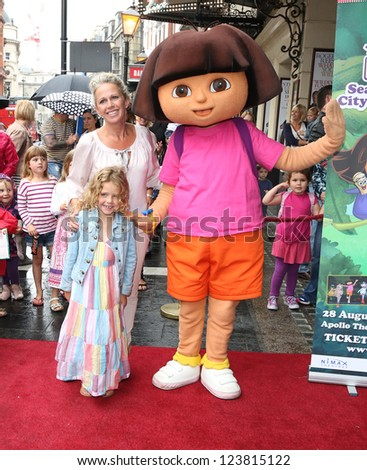 Lucy Benjamin and daughter Bessie arriving for the Celebrity & Press Performance of Nickelodeon's Dora the Explorer at the Apollo Theatre, London. 29/08/2012 Picture by: Henry Harris - stock photo