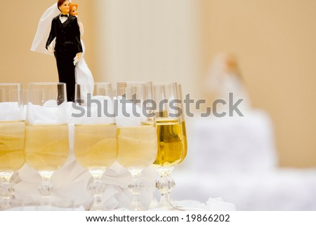 Luxurious wedding cake with wine glasses around