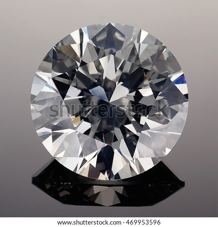Luxury diamonds on black backgrounds - Round Brilliant cut