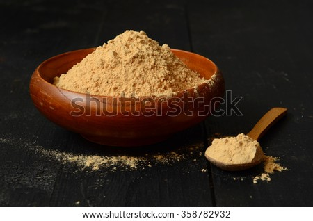 Maca root powder in a wooden bowl