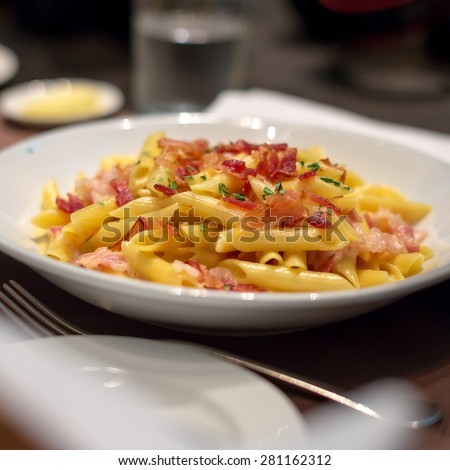 Macaroni crispy bacon with creamy cheese sauce - stock photo