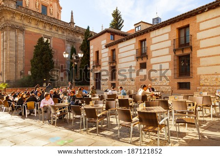 MADRID, SPAIN - APRIL 3: People relaxing in a bar terrace in La Latina district, a very typical area to enjoy the spanish food and drink culture, on April 3, 2014 in Madrid, Spain - stock photo
