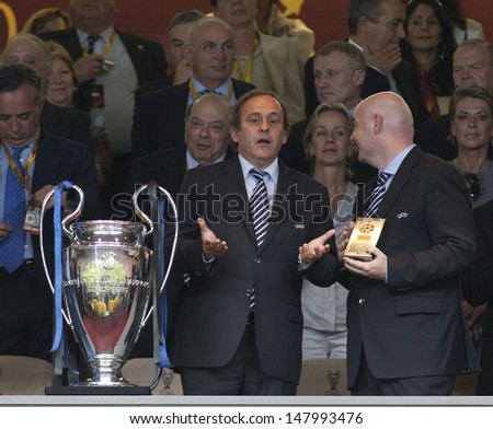 MADRID, SPAIN. 22/05/2010. UEFA President Michel Platini waits with the trophy for Milan after they won the  Champions League final. played in The Santiago Bernabeu Stadium, Madrid.
