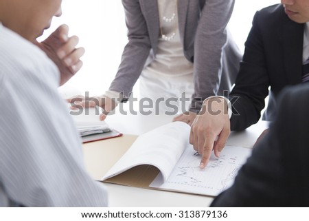 Male and female employees to explain the documentation